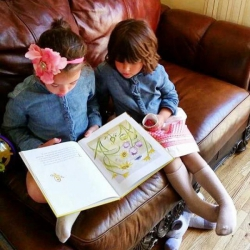 https://whimsicalworldbooks.com/wp-content/gallery/bookthe-little-rose/The_Little_Rose_Fans_NYC.jpg